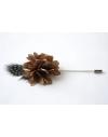 Fleur à la Boutonnière - Dahlia Taupe et plume de Pintade de Numidie Grise