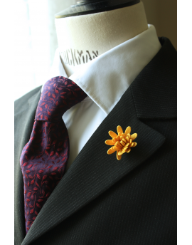 Daisy flower Lapel Pin for Men, wedding boutonniere, Golden Yellow Alcantara®