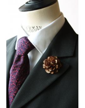 Fleur en satin café - Boutonnière pour homme élégant