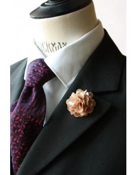 Fleur en satin Champagne - Boutonnière pour homme élégant