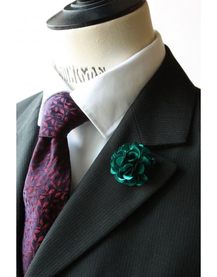 Fleur en satin Vert Émeraude  - Boutonnière pour homme élégant