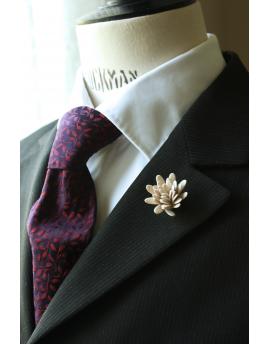 Daisy flower Lapel Pin for Men, wedding boutonniere, Ivory Alcantara®
