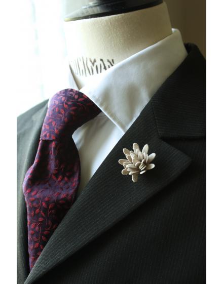 Daisy flower Lapel Pin for Men, wedding boutonniere, Light Grey Alcantara®