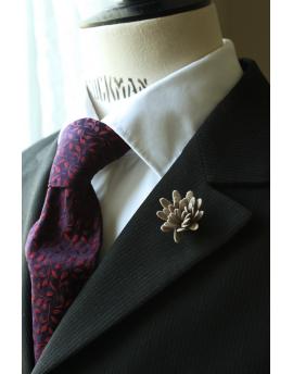 Daisy flower Lapel Pin for Men, wedding boutonniere, Taupe Alcantara®